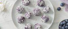 夏のおやつに。白と紫のコントラストが美しい「ブルーベリーココナッツボール」のレシピ