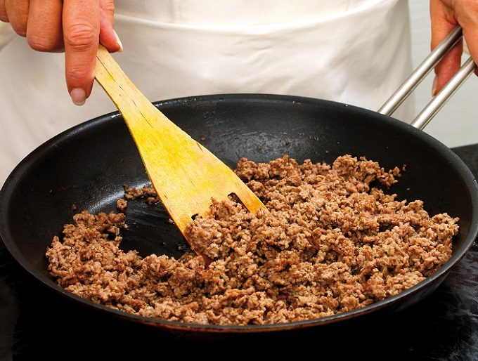 ほんのひと手間で柔らかさ&旨味がアップ。お肉をおいしくストックする冷凍術