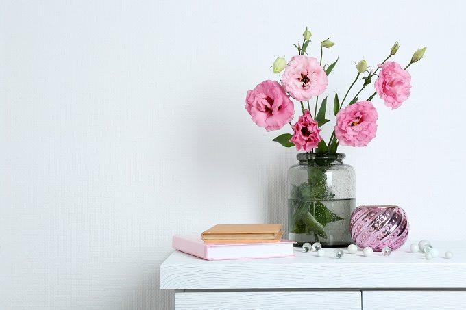 気軽に植物をお招きしよう。「花瓶」の選び方と素敵に飾る4つのポイント