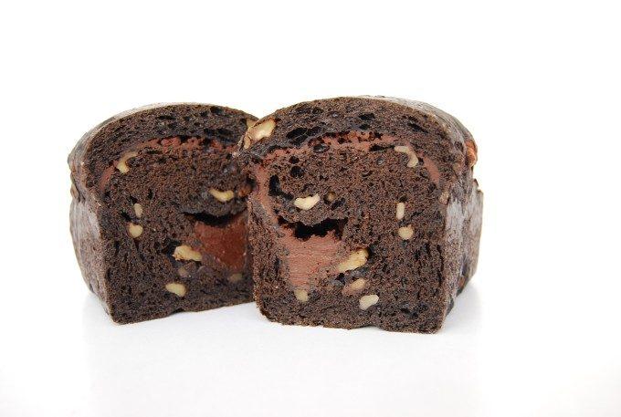 生チョコのなめらかな口どけとくるみの食感を堪能。やみつき必至の絶品生チョコ食パン