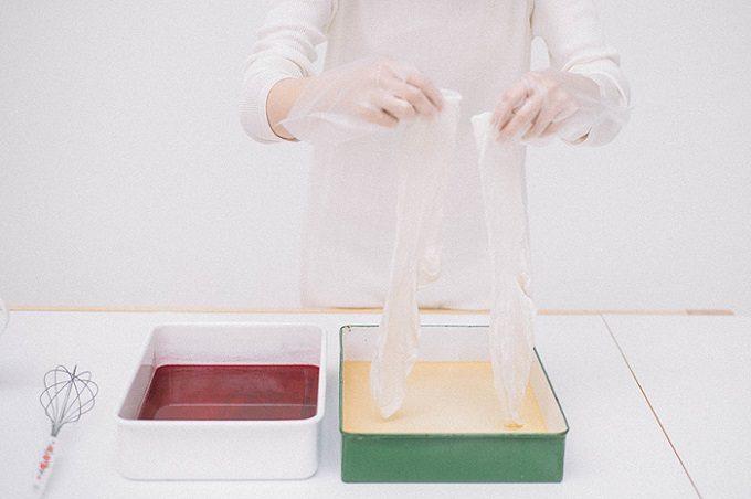 自分の手で染め、色の変化を楽しむ。染めキット付きシルクランジェリー「ニュアラ」