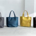 シンプルデザインと革の風合いが美しい。穏やかな夕暮れの海の「色」を切り取ったトートバッグ