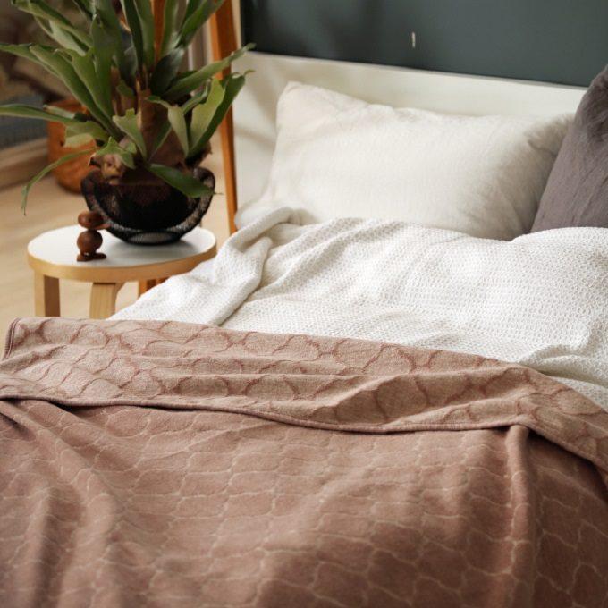 汗ばむ夏も心地よく眠れる。ほかにない極上の肌触り「KLIPPAN」のサマーブランケット