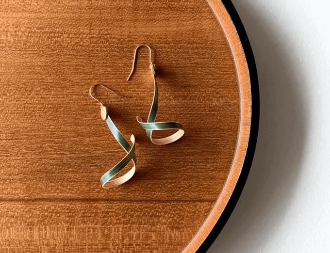竹の凛とした佇まいにうっとり。軽やかに耳元で揺れる「A.M IDEAS」のバンブーピアス