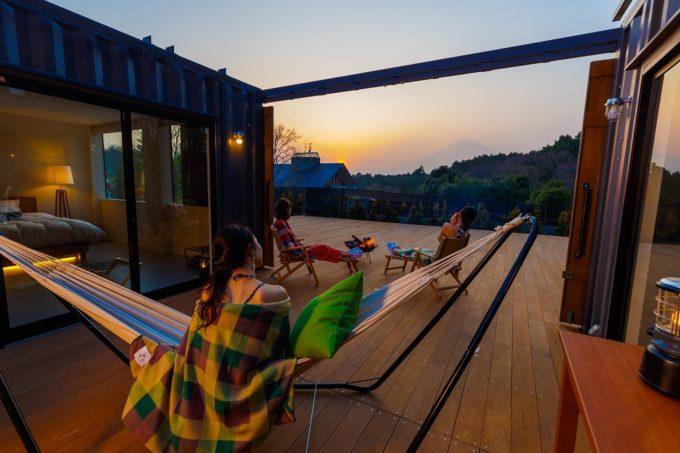 大人の夏休暇におすすめ。自然のなかで心身を癒す「贅沢グランピング」3選