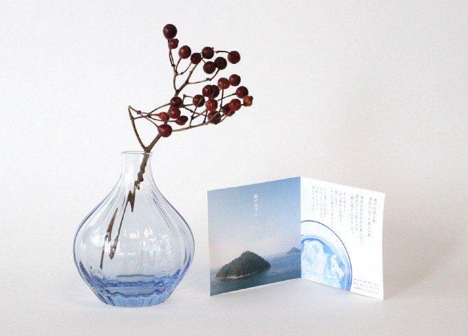 瀬戸内ブルーが涼感と癒しを運ぶ。ガラス工芸作家の杉山利恵さんが手がける花器<3選>