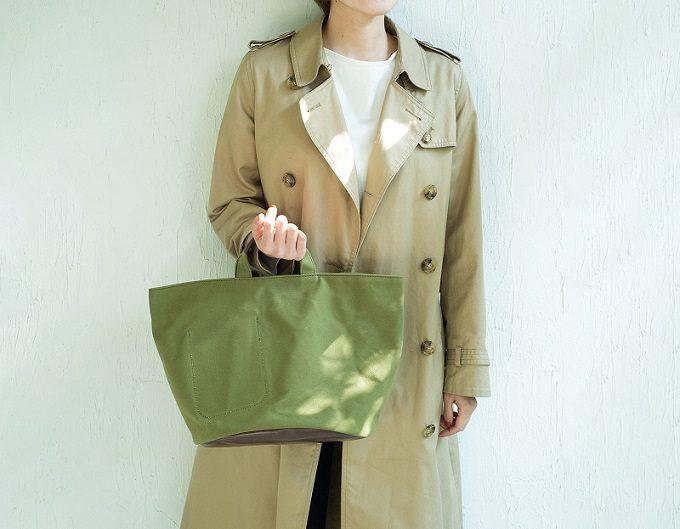 帆布や革、和紙などこだわりの素材で丁寧に作られる。「Root」のシンプルなトートバッグ