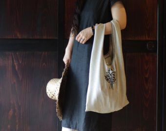 繊細な刺繍に惹かれる。ナチュラルな雰囲気が魅力の「sandext」のエコバッグ