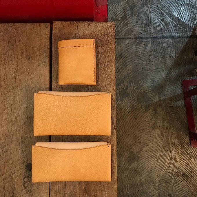 シンプルな構造なのに機能的。一枚革で仕立てられる「m.ripple」の二つ折り財布