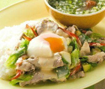 メインもスープも鍋ひとつで。ラクしたい日の時短レシピ「豚しゃぶアボカドのっけとスープ」