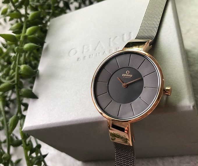 深みのあるカラー&華奢なベルトが上品。北欧発腕時計ブランド「OBAKU」の人気の秘密