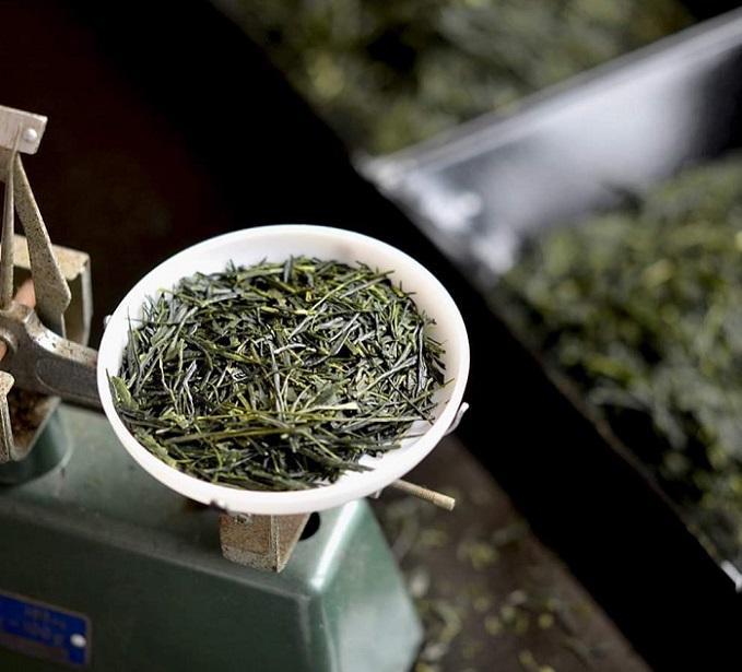 年齢問わず喜ばれる。華やかなパッケージで上質なお茶を贈る「おいしい日本茶研究所」のギフト
