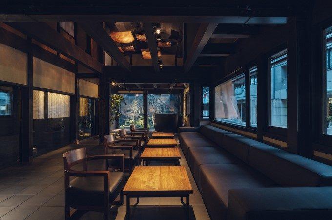 町家造りの京都三条のホテル「nol kyoto sanjo」のラウンジ
