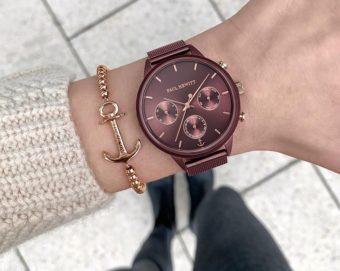 手元から季節感ある装いに。深みのあるカラーが秋に似合う腕時計<3選>