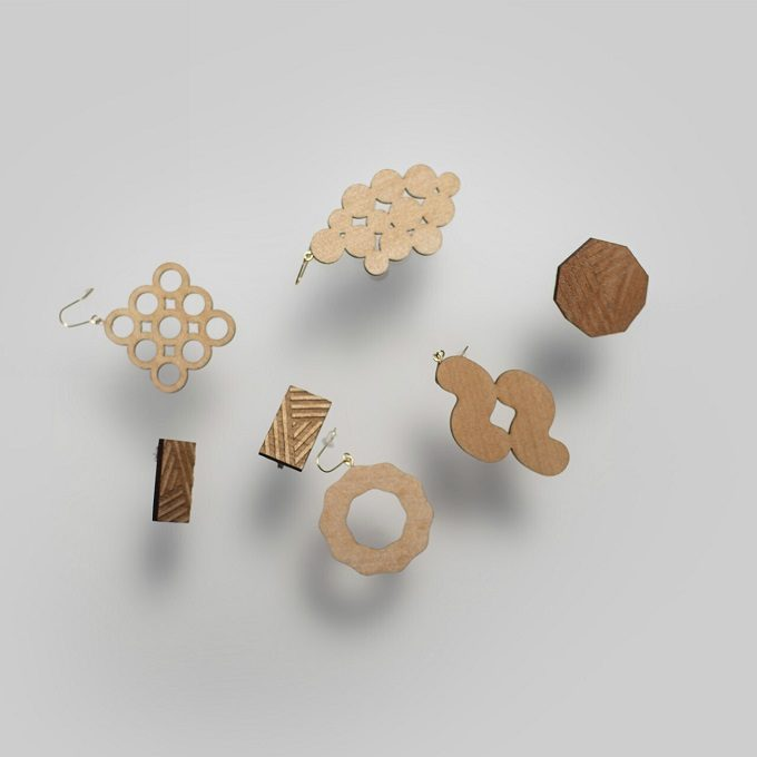 個性的なのに気軽にコーディネートに取り入れやすい。「Sukima.」の木製ピアス