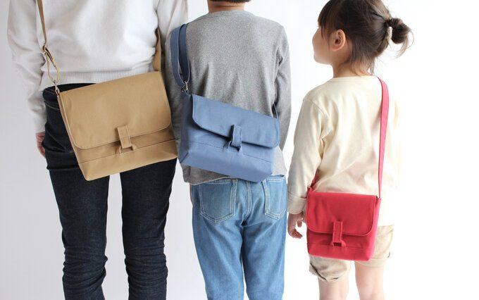 深みのある色にも心惹かれる。シンプルで使いやすい「COMON」の帆布バッグ
