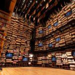360度本棚が圧巻。図書・美術・博物がまぜまぜの「角川武...