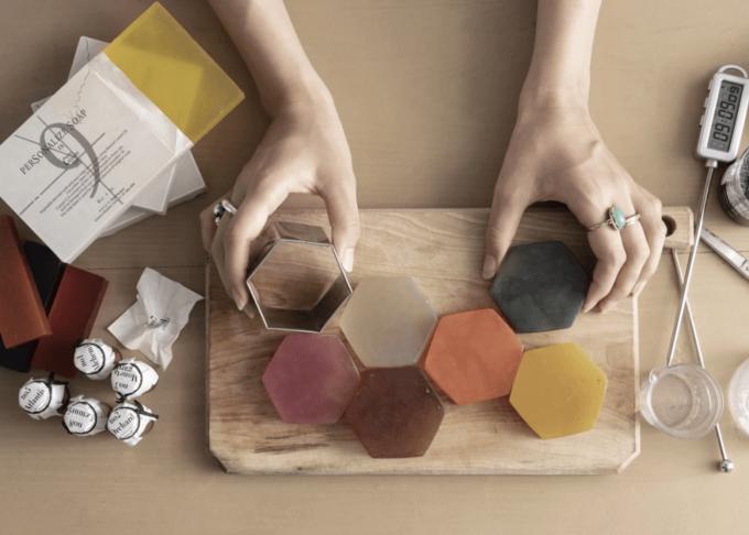 色や香りを自由自在に。簡単に作れるあなただけのオリジナル石鹸