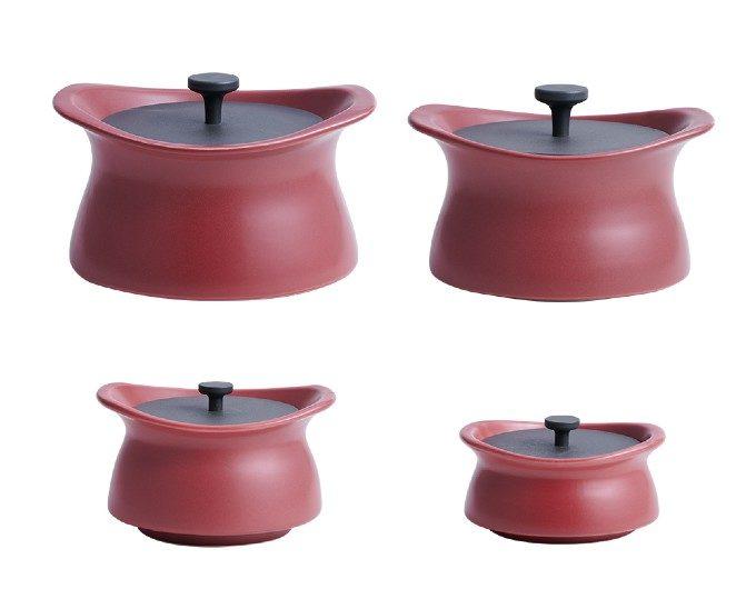 マットな輝きと曲線美。心が浮き立つようなデザインに見惚れる無水調理可能な土鍋