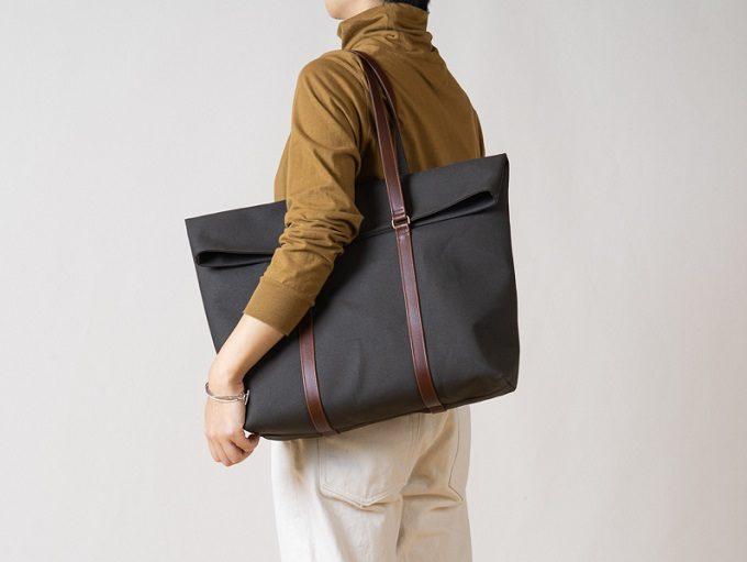 シンプルなのに惹きつけられる存在感。厳選した素材で丁寧に作られる、「Fuku」のトートバッグ