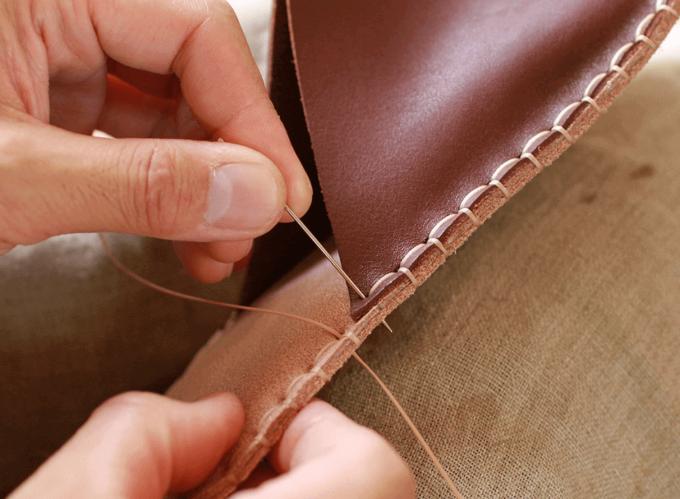 本革を縫う贅沢感。あなただけのレザースリッパが完成する「ルームシューズキット」