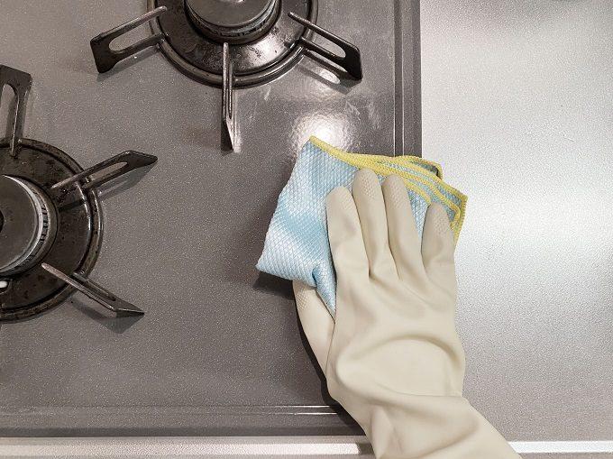 「オキシクリーン」があれば、楽に汚れが落とせる。換気扇やガスコンロの簡単掃除法