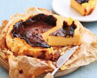 材料はたったの4つ。5ステップで簡単に作れる「バスクチーズケーキ」のレシピ