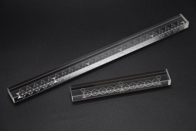 透明度を活かした、美しいプロダクト。光学ガラスの廃材を使用した「νd」の文具や雑貨