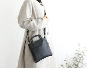 カジュアルにも上品にも持てるデザイン。ミニサイズがかわいい「alin」の本革ショルダーバッグ