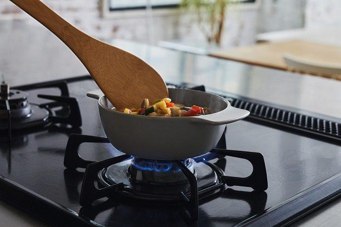 調理・食事・保存がこれひとつで。直火や電子レンジ、オーブンにもかけられる器「pot dish」