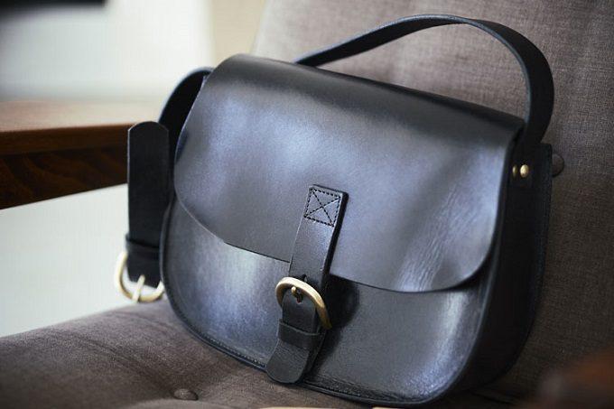 春からのお出かけ用に手にしたい。職人が丁寧に作る、上品なレザーのミニバッグ&財布