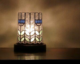 冬の部屋に温かみを添える。「glass MA」のステンドグラスのアイテムで楽しむインテリア