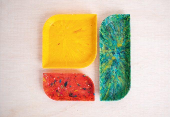 海洋プラスチックで、葉っぱのように個々に異なる模様を表現。「buøy」のリサイクルトレイ