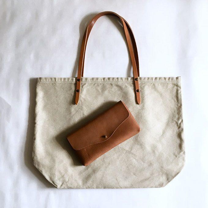 質感の違いが楽しい。革と異素材を組み合わせた「CHO-Leather」の表情豊かなトートバッグ