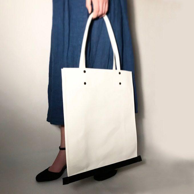 大容量で使いやすいのも魅力。一癖あるデザインに個性が光る「DAY TRACTION」の帆布トート