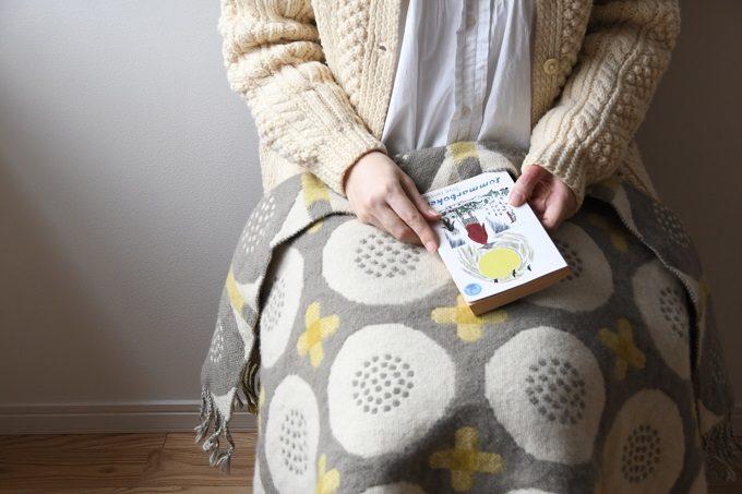 モチーフや質感、すべてに温かみあふれる。「kochi hantverk」の手織りのブランケット