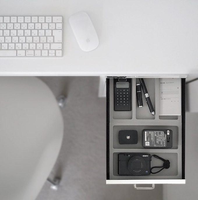 一人暮らし&個室がなくても在宅ワークはかどる。使いやすいデスクアイテムとインテリア