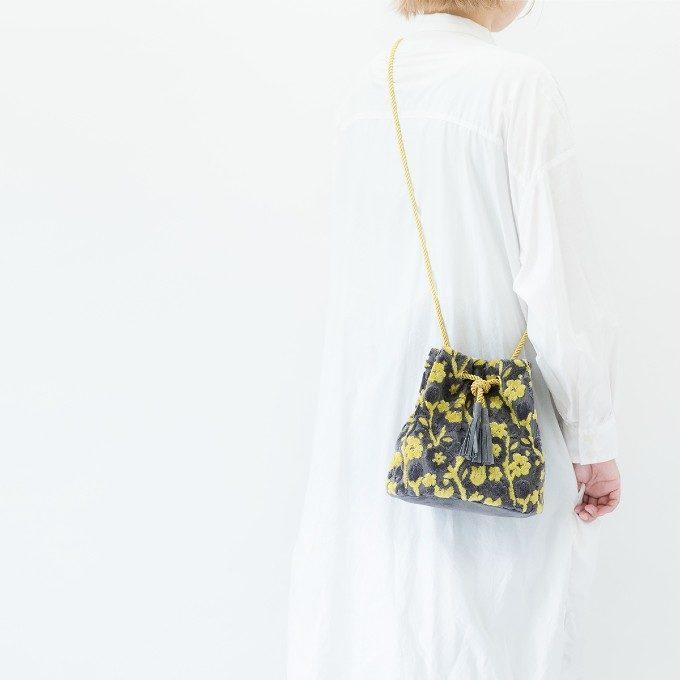 いつもの装いを即格上げ。和モダンな佇まいに惹かれる「PUPU LAUKKU」の金華山巾着