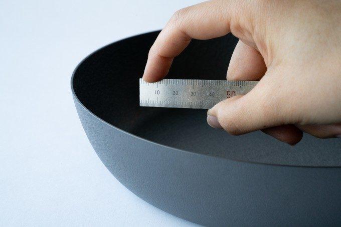 薄さたったの1.5mmで重さ1kg以下。自宅でプロの味が実現する憧れの鉄フライパンとは