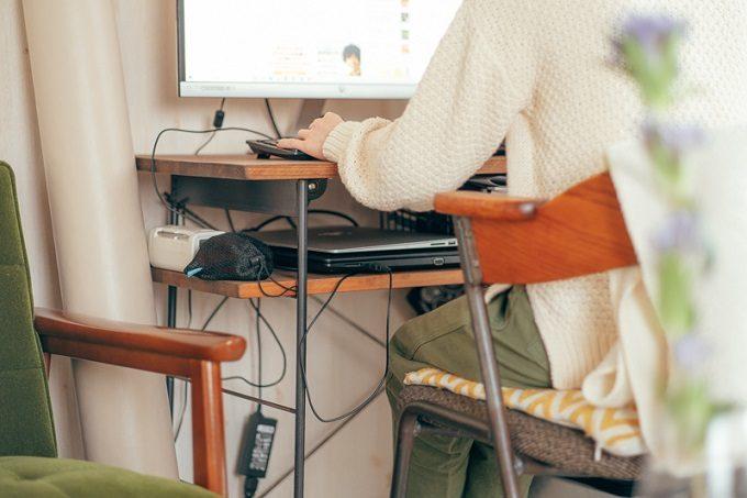 ワンルーム・一人暮らしの在宅ワーク。仕事に集中できるデスク配置やインテリアアイデア