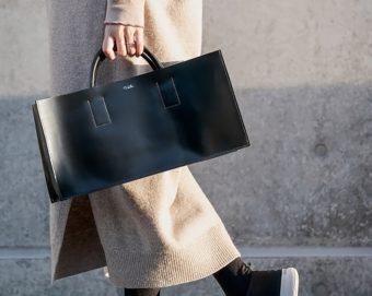 長く愛用できる。上品さと使いやすさを兼ね備えた「タケウチレザーワークス」の黒バッグ