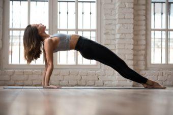背中の引き締めと姿勢改善に効果的。「後ろ姿美人」をつくる背中エクササイズ3選