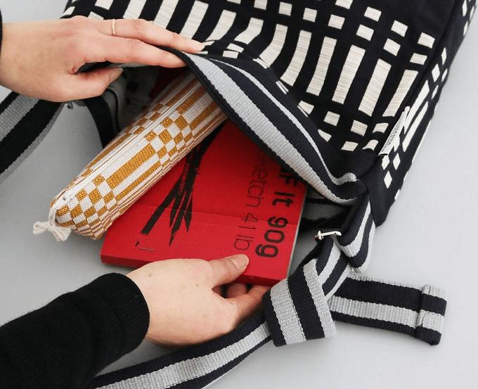 はっと目を引く北欧テキスタイル。「Johanna Gullichsen」のショルダーバッグ