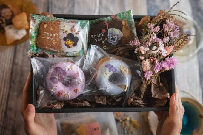 母の日に至福のひとときを贈りたい。目も舌もよろこぶ華やかなお花のスイーツ特集