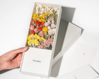 母の日に温かな色彩を。そのまま立てて飾れる「THISBEE」のフラワーボックス