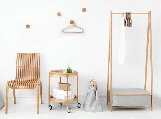 洗面所、衣類がスッキリ片付く。竹と布を使った「gudee」の収納ラックアイテム