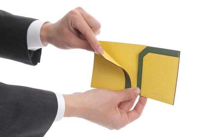 シンプルなデザインと使いやすさが魅力。上質なレザーを使ったコンパクト財布<3選>
