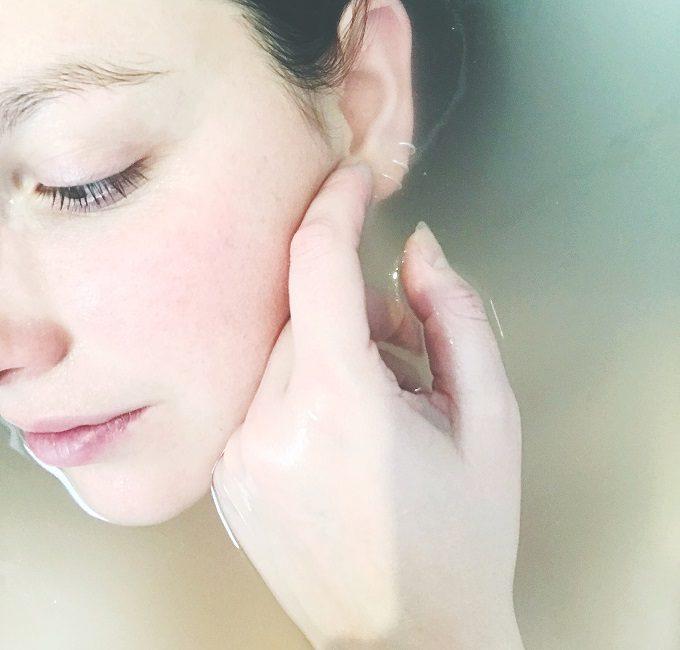 乾燥肌・オイリー肌・混合肌のスキンケア。透き通るような美肌をつくる方法とは