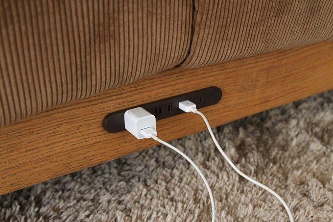 在宅ワーク時もリラックスタイムにも便利。コンセント&USB電源タップ付きのお洒落なソファ