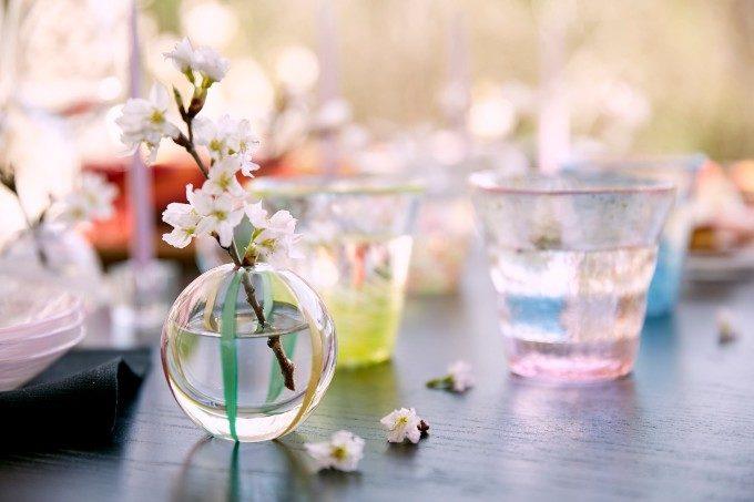 日々の暮らしを涼やかに彩るガラス。伝統工芸品「津軽びいどろ」の一輪挿しや食器